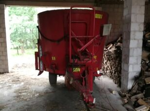 TRIOLIET Solomix 800 feed mixer
