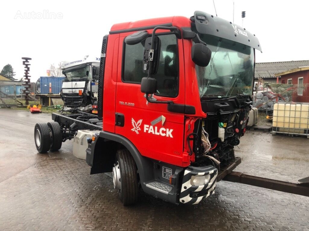 damaged MAN TGL 8.220 EURO 6 CHASSI chassis truck