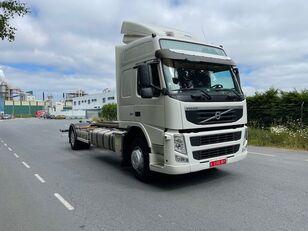 VOLVO FM 330 EURO 5 19T curtainsider truck